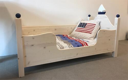 Kinderbett und Jugendbett aus Massivholz Zwergenmöbel
