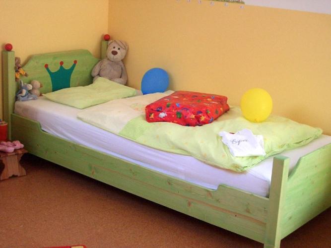 kinderbett niklas das erste bett von zwergenm bel. Black Bedroom Furniture Sets. Home Design Ideas