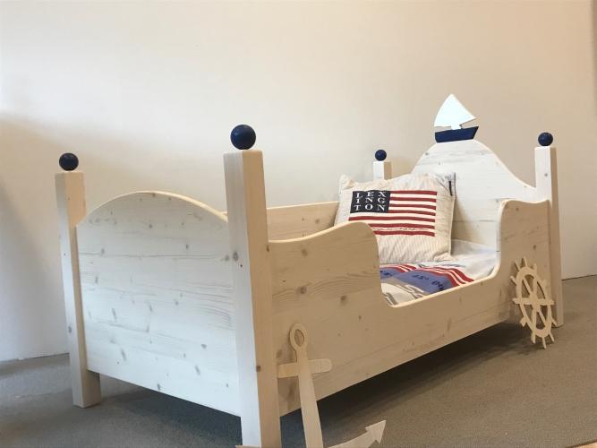Kinderbett und jugendbett aus massivholz zwergenm bel for Kinderhochbett junge