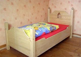 kinderbett finn ein schlichtes aber sehr sch nes kinderbett. Black Bedroom Furniture Sets. Home Design Ideas