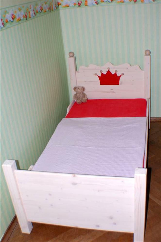 jugendbett prinzessin bett ein massivholzbett f r. Black Bedroom Furniture Sets. Home Design Ideas